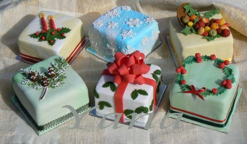 Small Christmas Cake Images : Christmas Mini Cakes